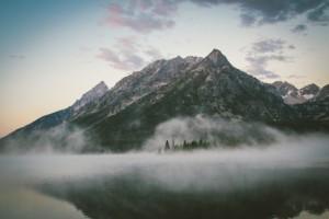 A névoa que esconde a máscara de falsa felicidade