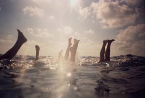 Reúna forças, amores, amigos e verdades neste mergulho